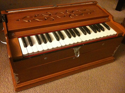 Learn how to play Harmonium