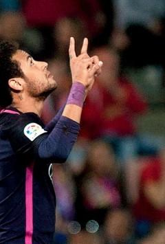 Neymar scores his 100th goal