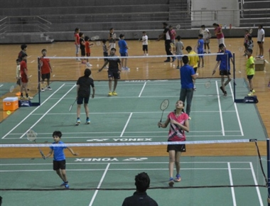 Badminton trainers take part