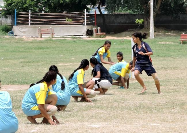 Strong fight between Kho-Kho and kabaddi teams