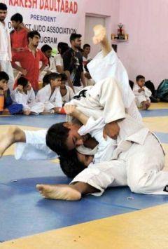 judo championship begins