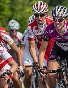 Young girls will wear a bicycle race to win